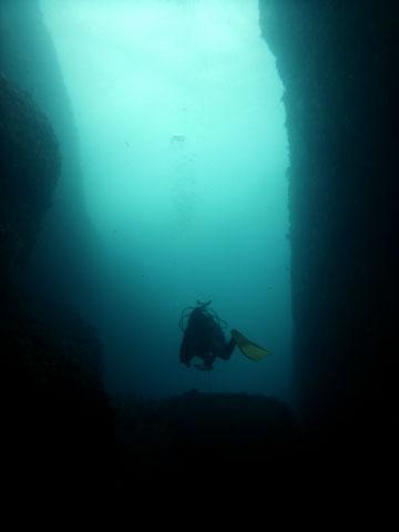 透明な海、神秘の景観。いにしえの神話の舞台へ@神津島[4]